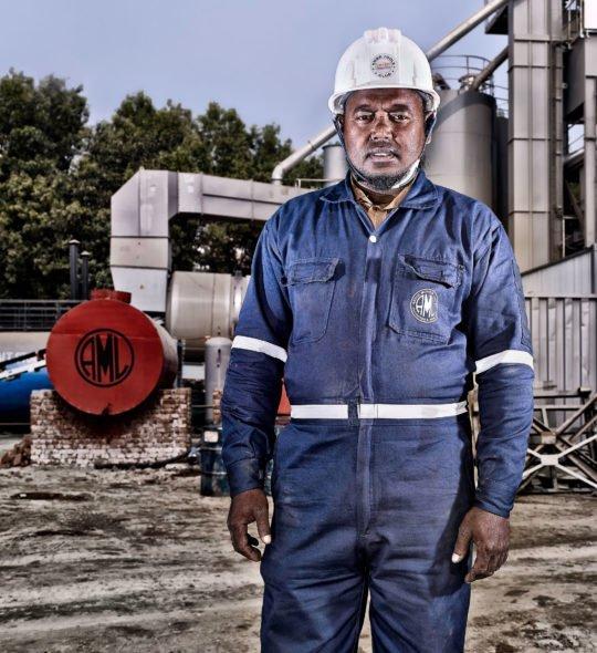 Porträt Industriearbeiter Corporate Image Porträtfotografie Industriefotografie Bangladesh #porträtfotografie #industriefotografie #corporateimage Werbung Imagekampagne Industrie