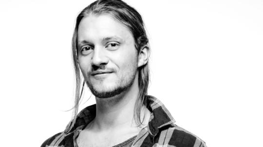 Schauspieler, Synchronsprecher, Felix Meyer, Headshot, schwarzweiss